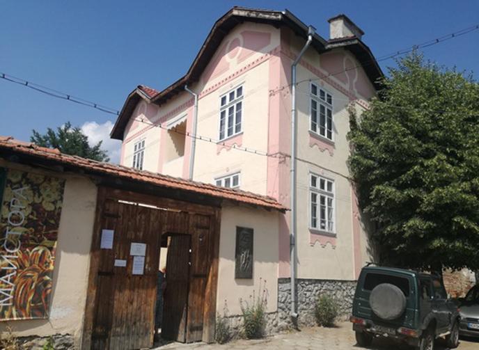 Изолацията от коронавируса напълни селото на Майстора – Шишковци