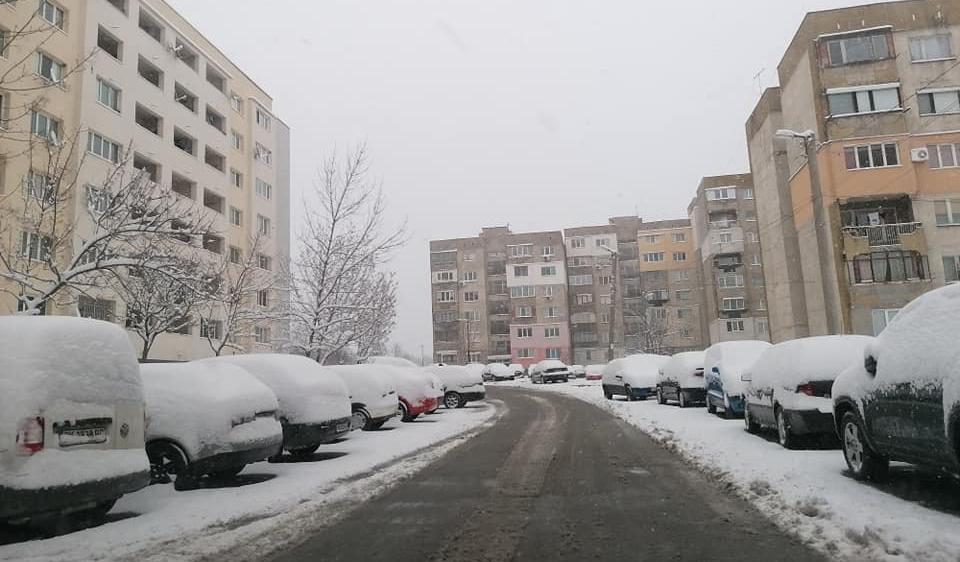 Перник осъмна с почистени улици след падналия сняг, дори и между блоковете