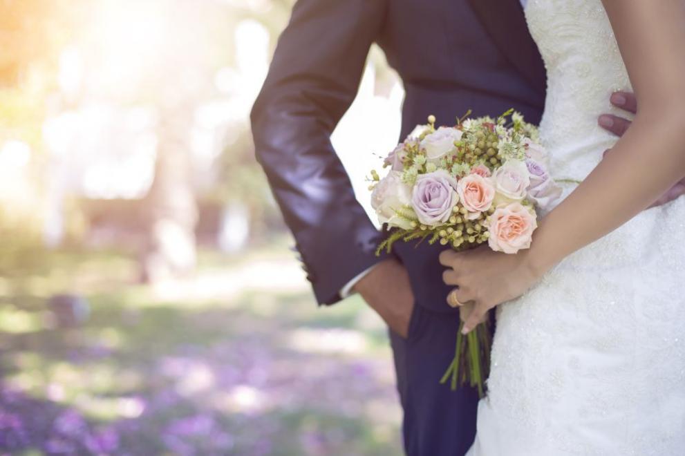 Две двойки младоженци в Благоевград не отмениха сватбите си – напук на пандемията
