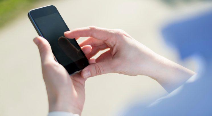 Опашки пред мобилните оператори, изключват телефоните за неплатени сметки