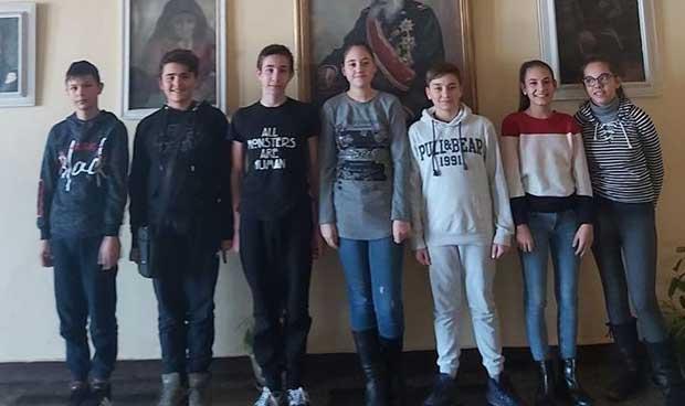 Ученици от Кюстендил отличници на олимпиадите по химия и биология