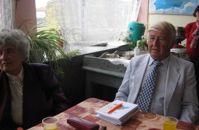 Първият жител на Крайници, завършил образование в чужбина, се върна да помага на хората