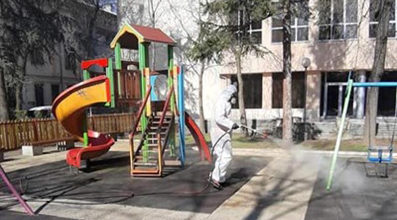 Кметът: Домоуправителите да дезинфекцират общите части на блоковете