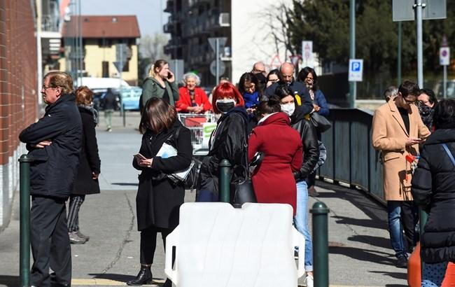 Не е истина! Нашенци се връщат от Италия за кръщене с 200 души