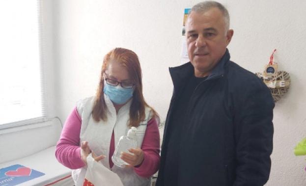 Кметът на Симитли направи дарение на всички джипита на територията на общината