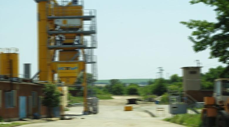 Фирма с капитал от 2 лв., прави асфалтова база на метри от р. Струма