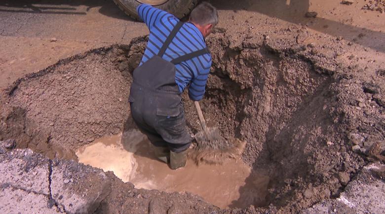 Отново течове и аварии в Перник – без вода на празника