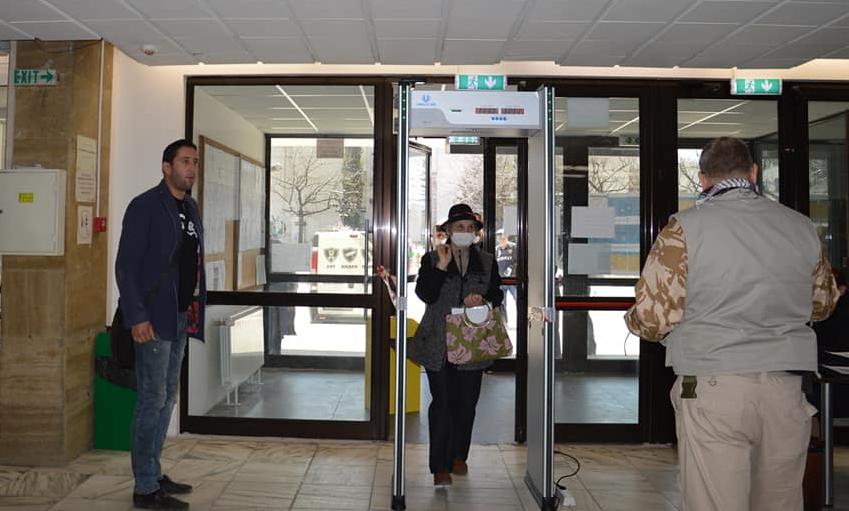 В Общината в Благоевград се влиза през детектор за температура