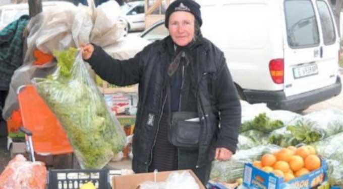На борсата в Кърналово: Баба Зоя гони коронавируса със стихове