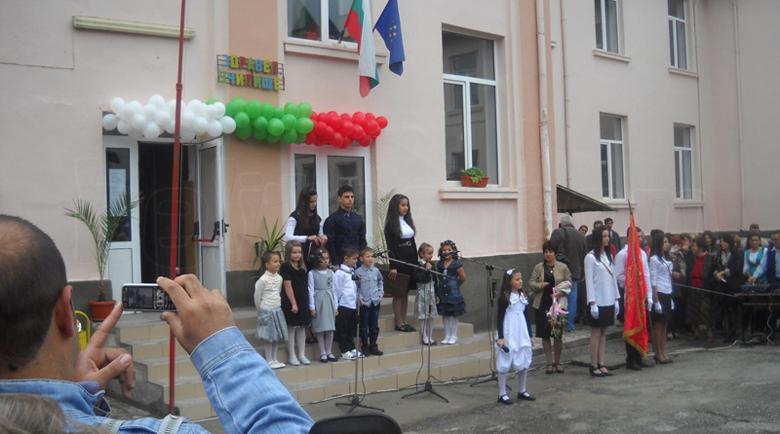 Похвално! Учители от Белица със своя дарителска кампания