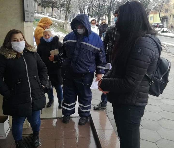 Колони от безработни пред Бюрото в Благоевград: Не от вируси, от глад ще измрем!