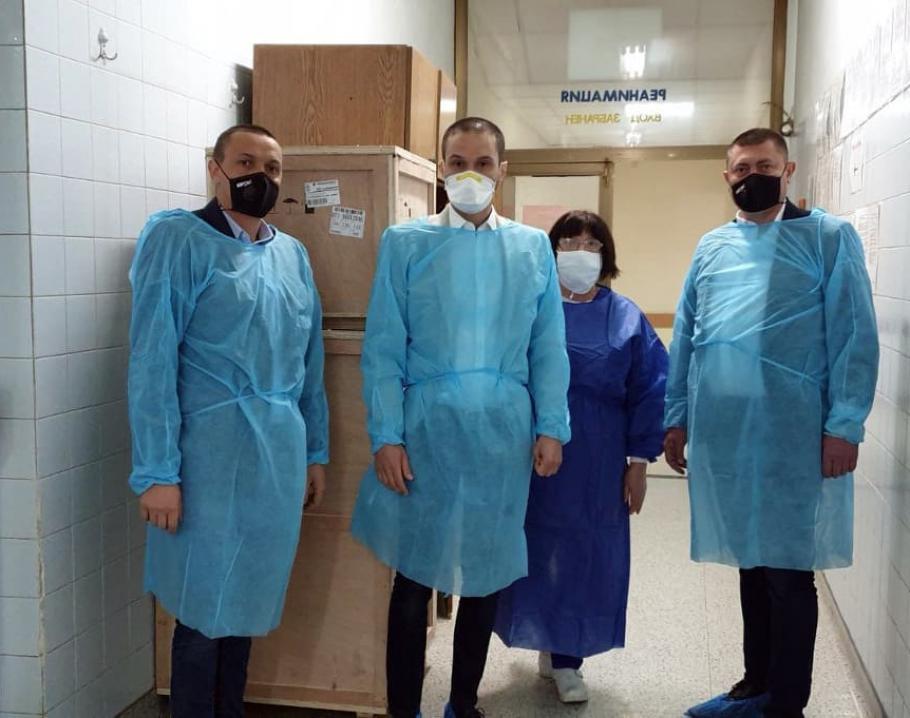 В Благоевград, Разлог и Гоце Делчев пристигнаха респиратори, дарени от Пеевски