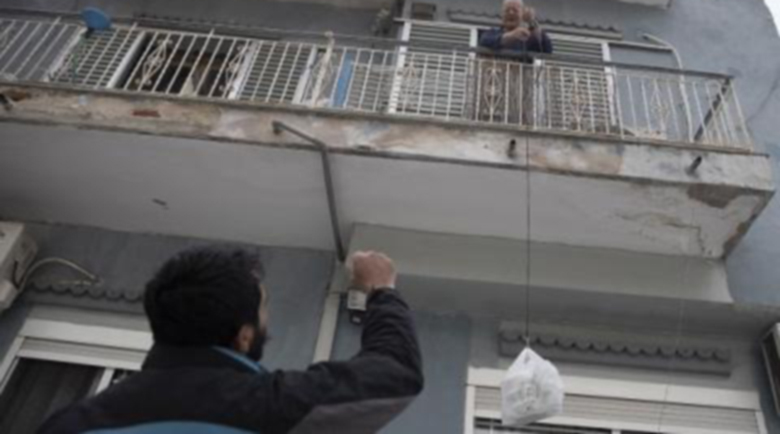Гърците спазват ограниченията с изненадваща дисциплина