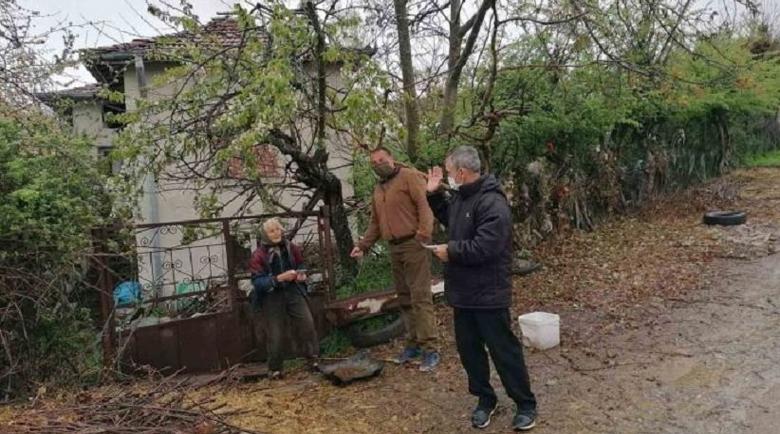 Горски носят пенсии и козунаци на старците в Огражден планина