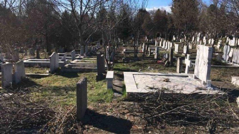 Изчистиха гробищата в Перник, изнесоха 15 тона боклуци