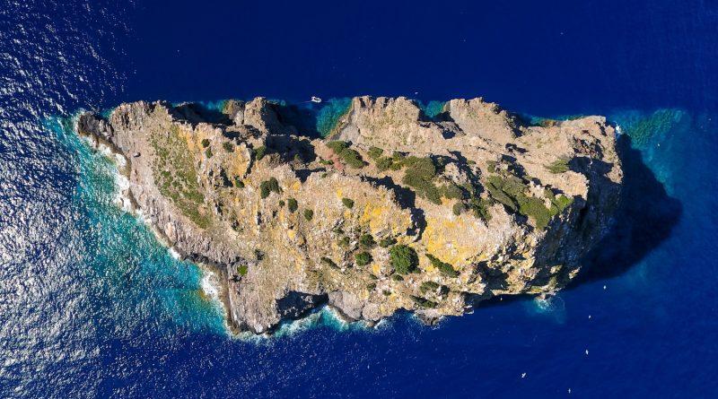 Остров Ябука и аномалията, която всява смут у моряците