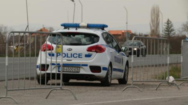 Плейбои: Полицаи свалят мацки, проверени на КПП-тата, пращат покани във фейсбук