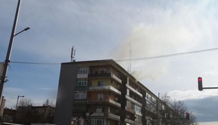 Пламна комин на 6-етажен жилищен блок
