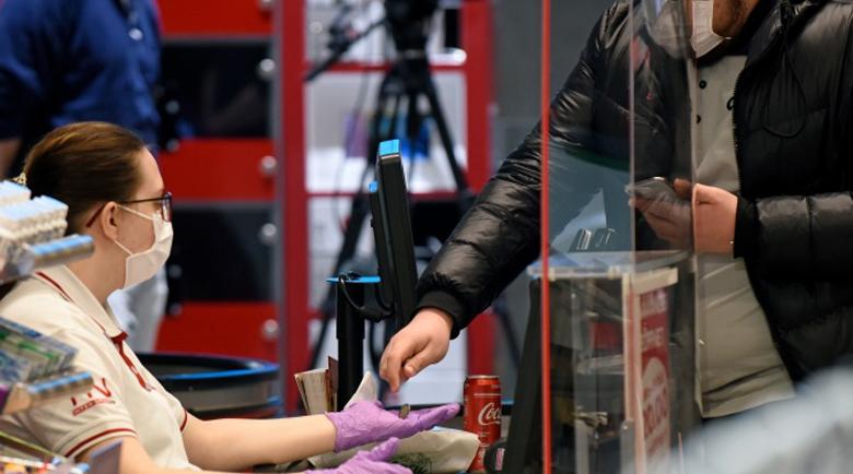 Хиляди магазини в Австрия отварят отново от днес