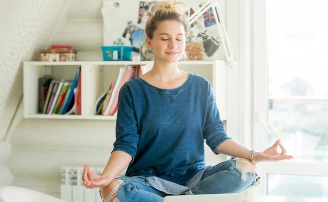 COVID-19 ни затвори: Как да преборим стреса от застояването вкъщи?