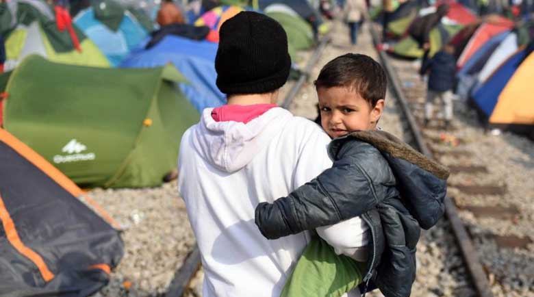 Бежанци умират от COVID-19 във Великобритания от страх да не ги закопчаят