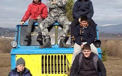 Младежи и пенсионери спретнаха селски отряд в помощ на възрастните в Дупнишко