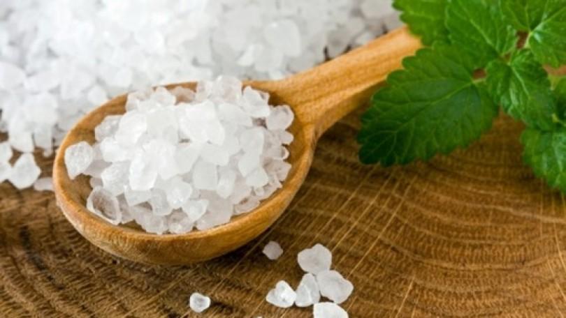 Морска сол в тиган премахва всички магии