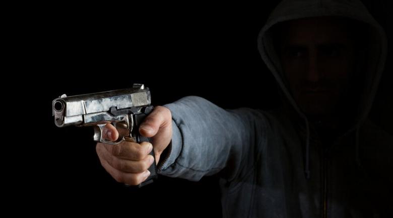 Стрелба между събирачи на дългове