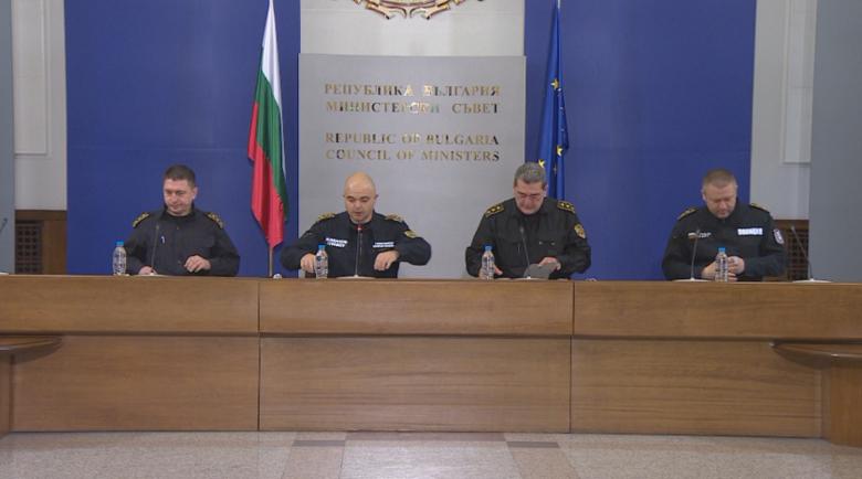 По български: Нашенци лъжат на КПП-то, че отиват на работа, а са безработни