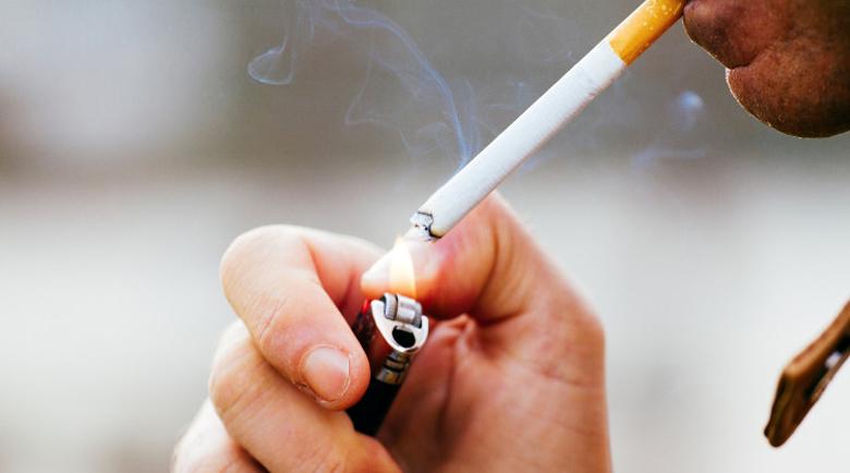 Пловдивчанин изпуши най-скъпата цигара – 5 бона на метри от дома си