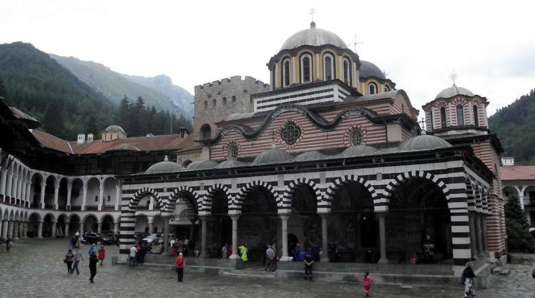 Едва 50 души отидоха в Рилския манастир за Великден