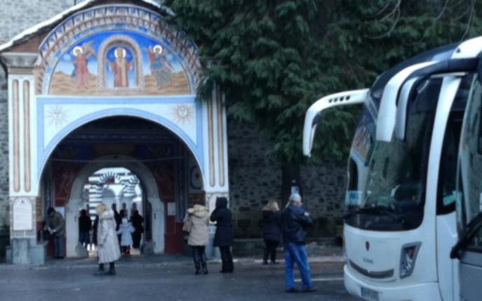 Все по-малко миряни в Рилския манастир заради коронавируса