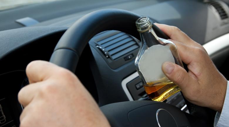 Пиян дупничанин открадна кола и заспа зад волана, помислиха го за мъртъв