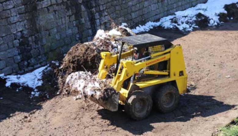 Извадиха над 25 тона храсти, клони и битови отпадъци от Струма в Перник