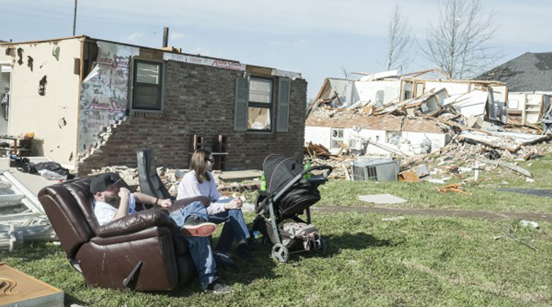 Над 10 случая на торнадо в САЩ, бурите взеха шест жертви