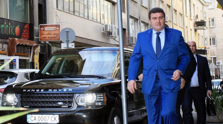 Валентин Златев построи хотел за 250 милиона срещу паметника на Левски