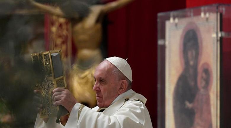За католиците и протестантите днес е Великден