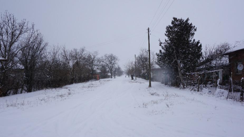Между 15 и 80 см е снежната покривка в Кюстендилско, в Перник се погрижиха за стръмните участъци
