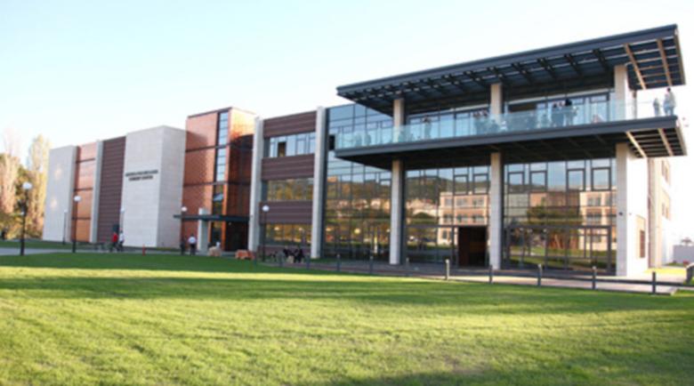 Коронавипускът на АУБ се дипломира виртуално