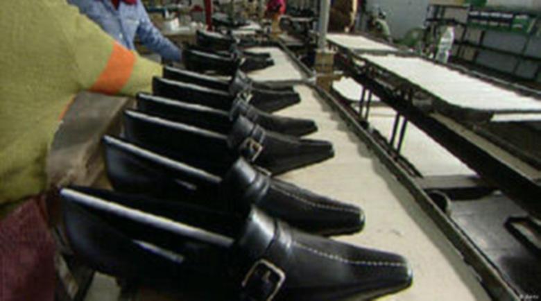 Цехът на италианеца в Дупница затвори, никой не се появи да даде поне документите на 80-те шивачки