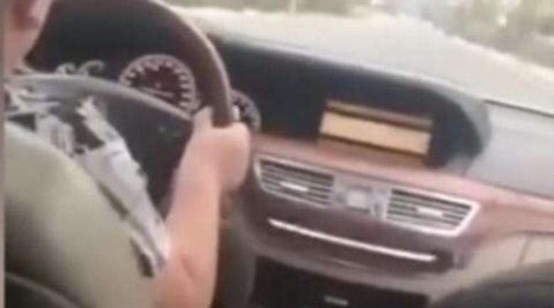 Ромски барон учи 9-годишния си син да шофира S-клacaта (Видео)