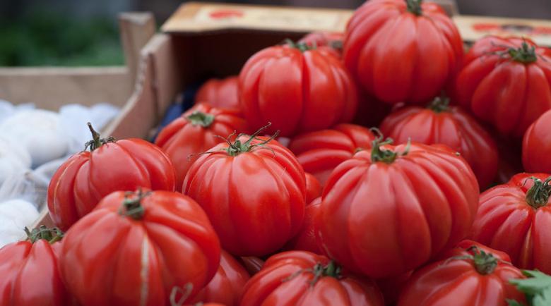 Пролетните домати по-скъпи от януарските, сиренето с палма нагоре с 1/3