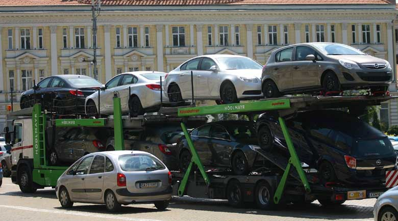 Едва 824 нови коли са регистрирани в България през април