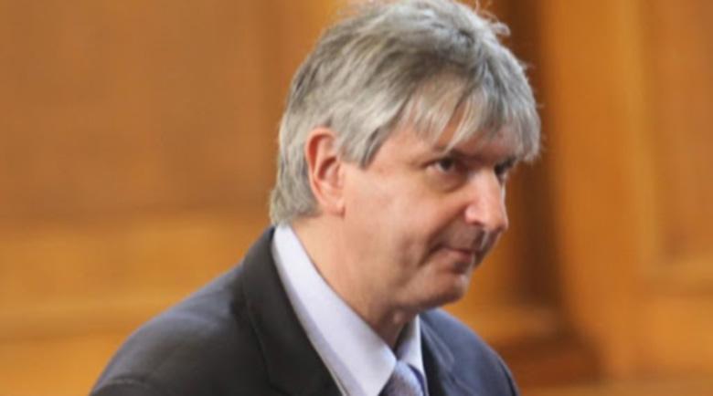 Слави Трифонов: Колко плащаме на един български депутат? Вижте сметките и ще припаднете