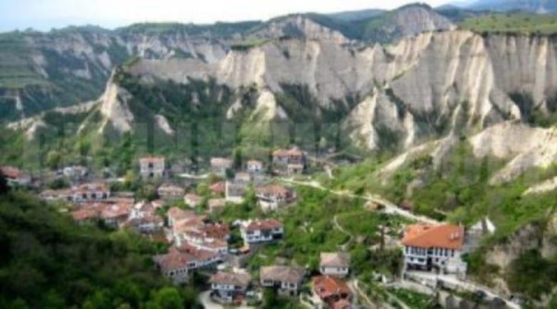 Кръчмарите в Мелник готови за празниците в 2 варианта – за туристи или за приятели