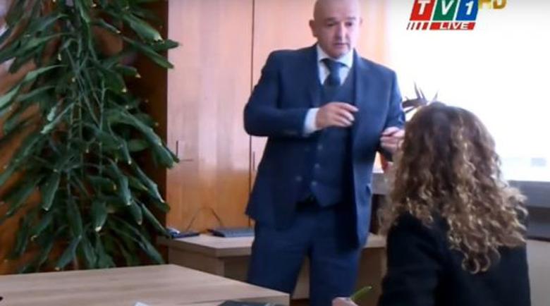 """Бенатова: Мутафчийски ме посрещна с думите """"Ти, от таксито, къде си тръгнала да се връщаш?"""""""