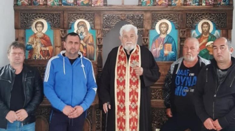 Само строителите почетоха Св. Георги при новия параклис край Крупник