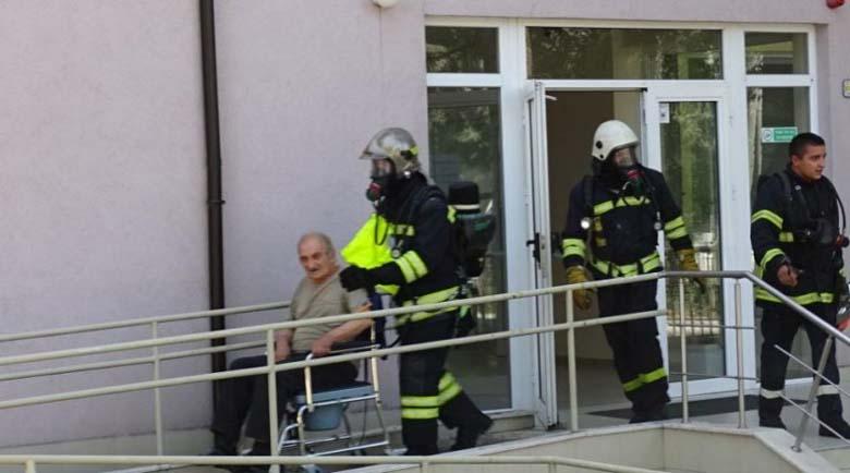 """Няма коронавирус сред доброволците и пожарникарите, спасявали възрастните от дома в кв. """"Струмско"""""""
