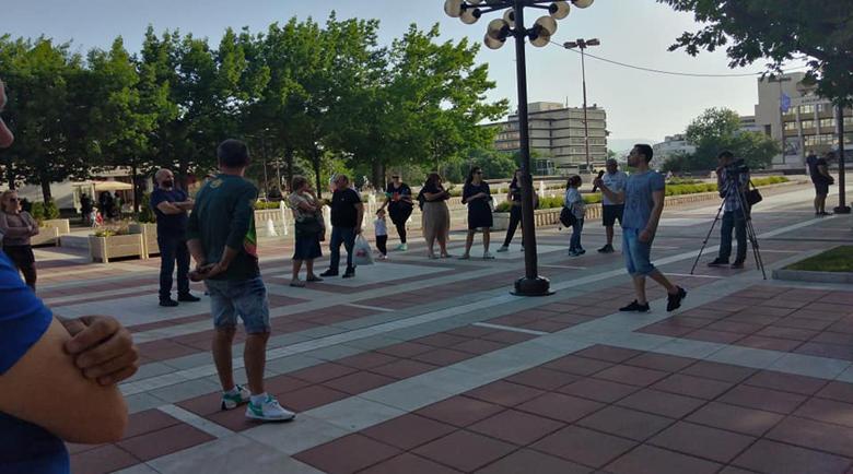 Много слаб протест пред общината в Благоевград