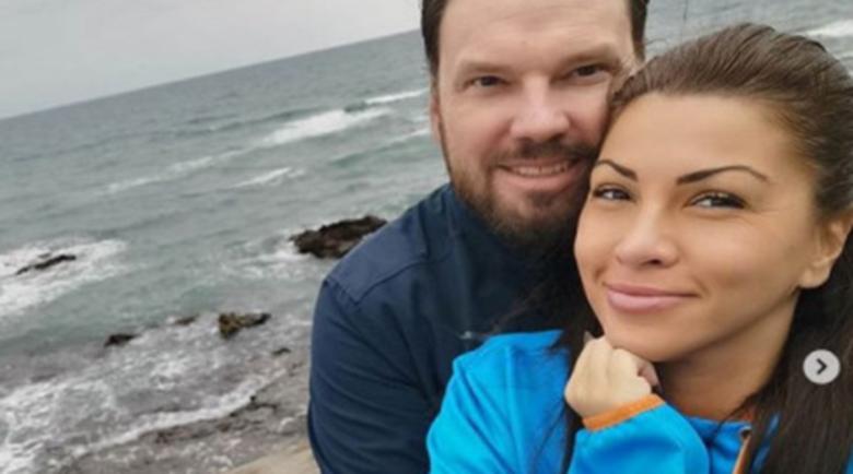 Тежко страдание за певицата Сани Алекса, почина мъжът й